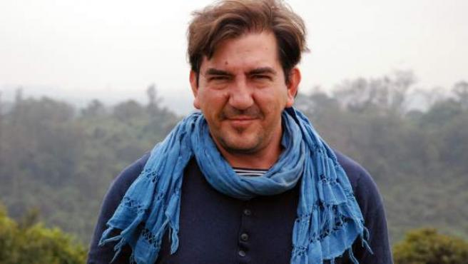 Periodista, escritor, biólogo y doctor en Bioquímica y Biología Molecular.