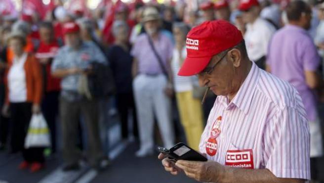Un sindicalista de CCOO, durante una manifestación.