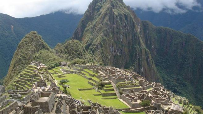 El poblado inca más famoso no soporta tanta cantidad de visitantes. El riesgo de degradación es tan alto, que las autoridades han decidido limitar el acceso a un horario definido que va desde las 6 de la mañana al mediodía y desde el mediodía a las 17:30 horas de la tarde.