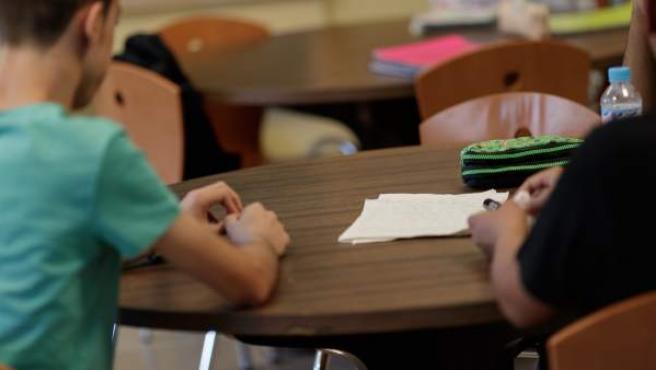 Estudiantes en una clase.