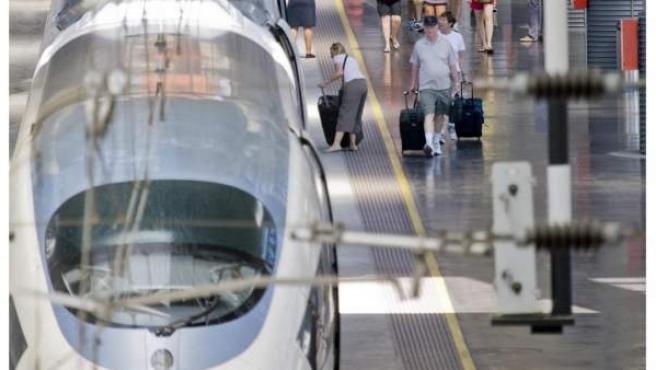 Una imagen de un AVE en la estación de Atocha.