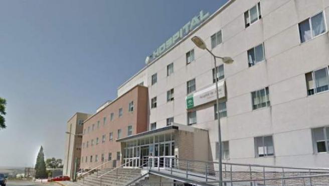 Imagen de la fachada del hospital de Jerez de la Frontera.