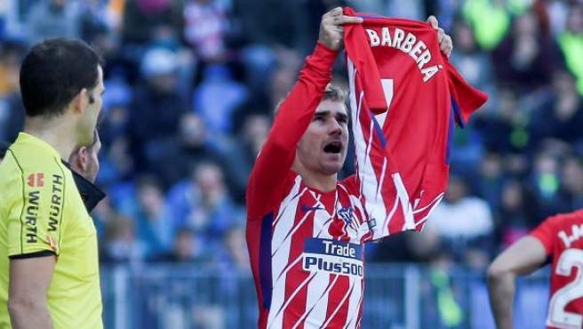 Antoine Griezmann celebra su gol ante el Málaga con dedicatoria a Nacho Barberà.