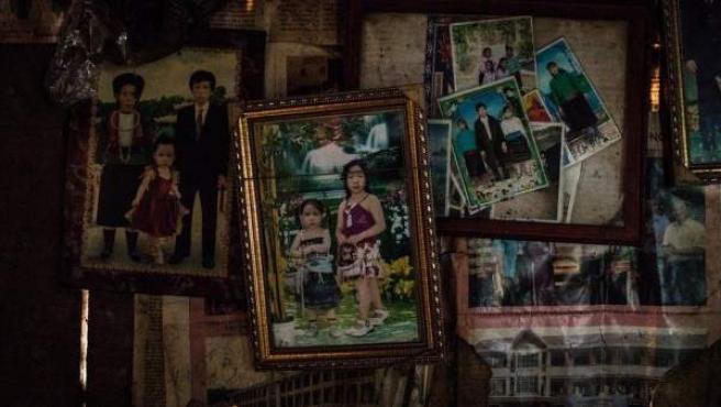 Una fotografía de Mi cuelga en la pared de la casa.