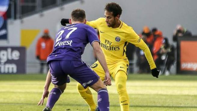 Neymar Jr, en el partido de su equipo, el París Saint-Germain, ante el Toulouse.