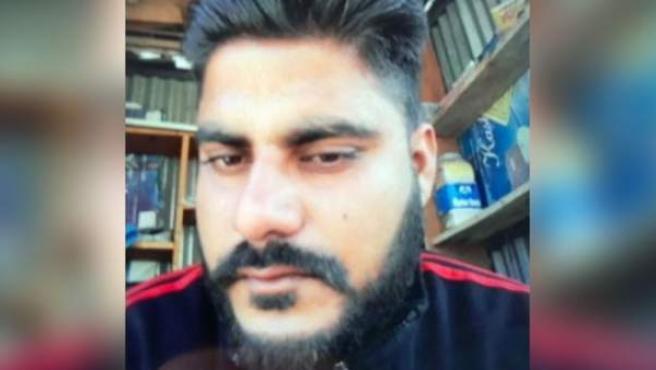 Policía detenido acusado de violar y matar a una niña de 8 años en Cachemira.