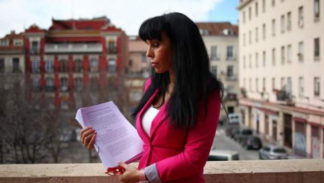 Isabel López de la Torre, víctima de violencia de género denunciando el maltrato judicial.