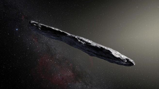 Una representación del asteroide 'Oumuamua', descubierto el 19 de octubre de 2017 por el telescopio Pan-STARRS1 en Hawái. Se trata de un cuerpo llegado fuera del Sistema Solar. A partir de su brillo cambiante, se dedujo que es muy alargado, con dimensiones aproximadas de 30m x 30 m x 180 m, unas dos veces la altura de la Estatua de la Libertad.