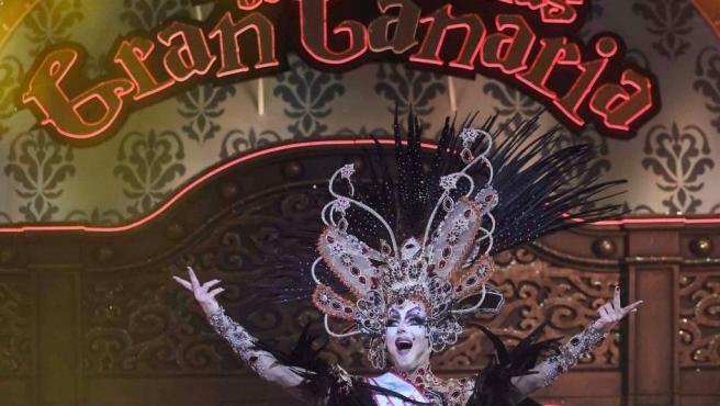 Drag La Tullida, con la fantasía '¡Ay, Fefa! Que los doce puntos son para?', ganador de la gala Drag Queen 2018, en el Carnaval de Las Palmas.