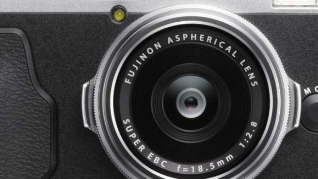 Imagen de una Fujifilm X70.