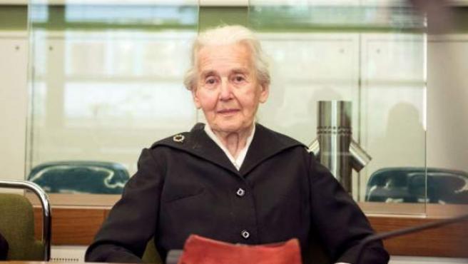 Ursula Haverbeck-Wetzel, condenada por negar el Holocausto en público, durante el juicio contra ella en los juzgados de Amtsgericht Tiergarten, en Berlín (Alemania), el 16 de octubre de 2017.