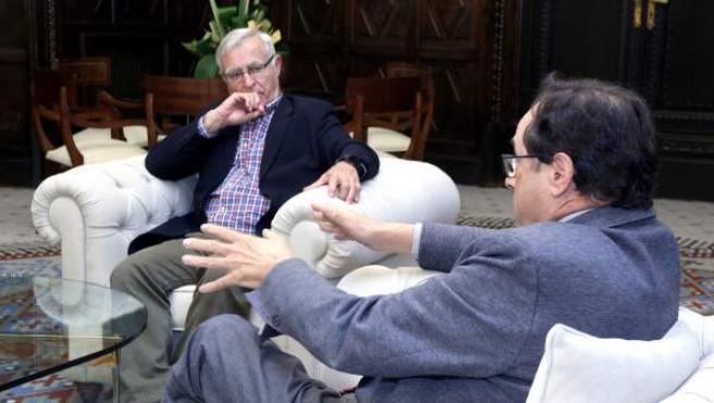 El conseller de Hacienda, Vicent Soler, se ha reunido este jueves con alcalde de València, Joan Ribó, en el Ayuntamiento.