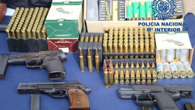 Material intervenido al desarticular una organización de heroína en Sevilla.