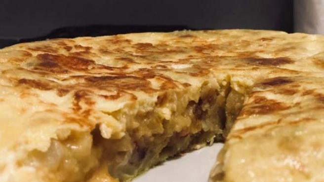 Así quedó la tortilla de patata y queso de cabra de Cepeda.