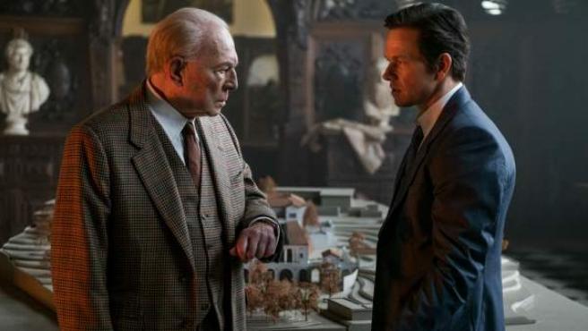Christopher Plummer y Mark Wahlberg en una escena de 'Todo el dinero del mundo'.