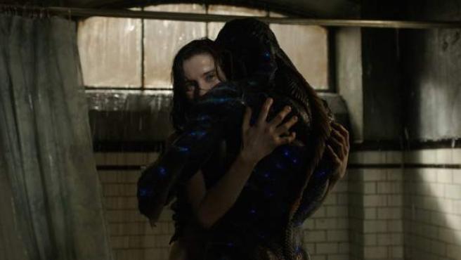 La actriz Sally Hawkins, en un fotograma de la película 'La forma del agua', dirigida por Guillermo del Toro.