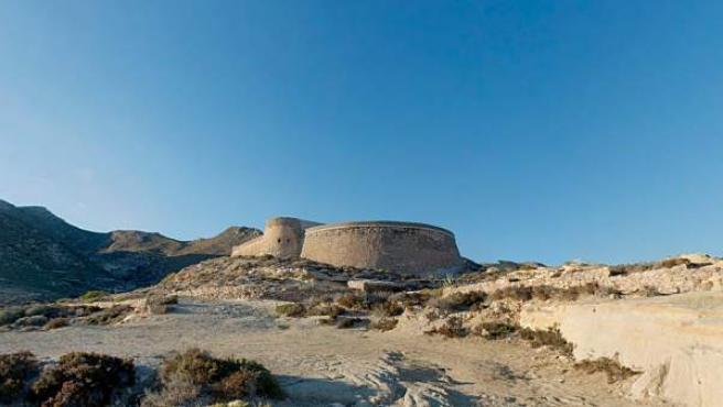 Castillo de San Ramón, en el Playazo de Rodalquilar, en pleno parque natural Cabo de Gata-Níjar.