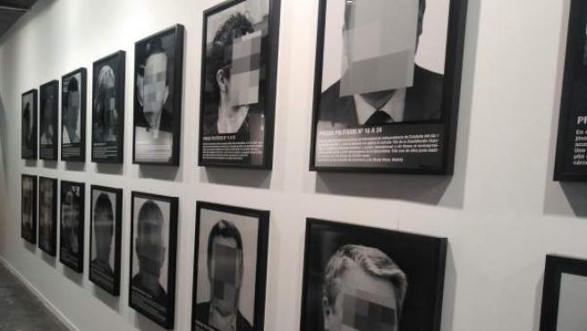 La obra 'Presos políticos en la España contemporánea', de Santiago Sierra.