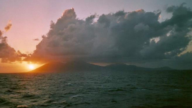Territorio británico de ultramar en aguas del mar Caribe que aún tiene que ser descolonizado. Forma parte de las Antillas menores y cuenta con bonitas playas, ríos, bosques y cascadas. Las excursiones de senderismo por la naturaleza merecen mucho la pena. Su volcán ha entrado en erupción en los últimos años.