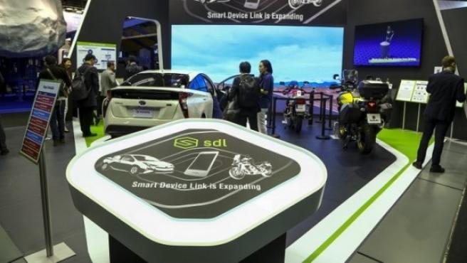 Con 'SmartDeviceLink' es posible conectar el teléfono móvil al sistema multimedia del vehículo sin importar el sistema operativo.