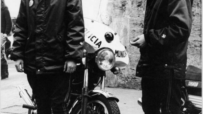 Dos mujeres de la promoción de 1981 del cuerpo de la Policía Local de València.