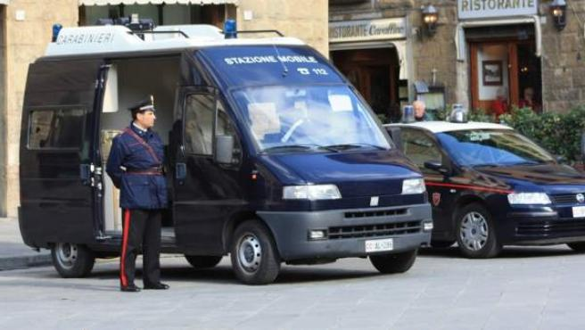 Unos vehículos de la policía italiana.