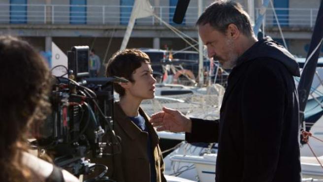 Francesc Garrido y Aída Folch, durante el rodaje de 'Sé quién eres', de Telecinco.