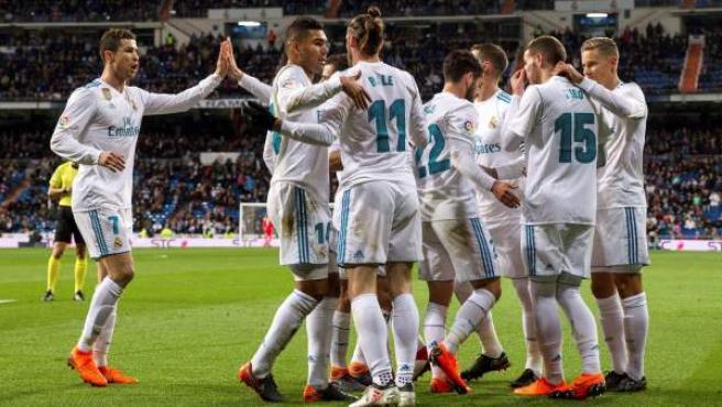 Los jugadores del Real Madrid celebran uno de sus goles ante el Getafe en el Bernabéu.
