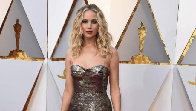 La actriz Jennifer Lawrence acudió a los Óscar 2018 con un vestido de Dior de lentejuelas.