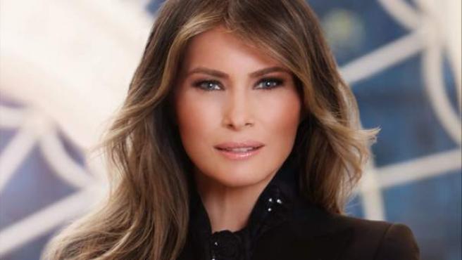 Retrato oficial de la primera dama de EE UU, Melania Trump.
