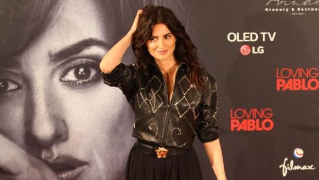 La actriz Penélope Cruz posa para los fotógrafos durante la presentación de la película Loving Pablo.