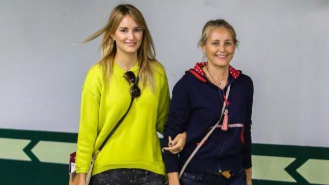 La modelo Alba Carrillo con su madre Lucía Pariente en Madrid (2017)