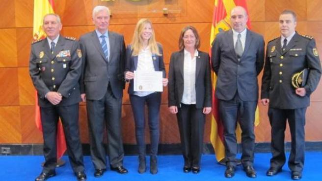 Medalla al mérito policial del Ayuntamiento de Cambrils a una agente zaragozana