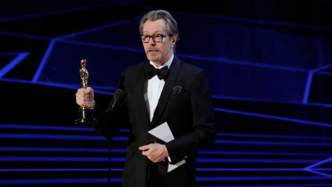 """""""Gracias por darle el premio a un maltratador"""": La ex de Gary Oldman protesta por su victoria en los Oscar"""