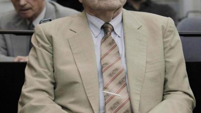 El último dictador de Argentina, el exgeneral Reynaldo Bignone, espera la lectura del veredicto.