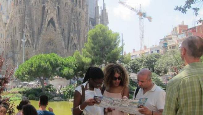 Turistas ante la Sagrada Família.