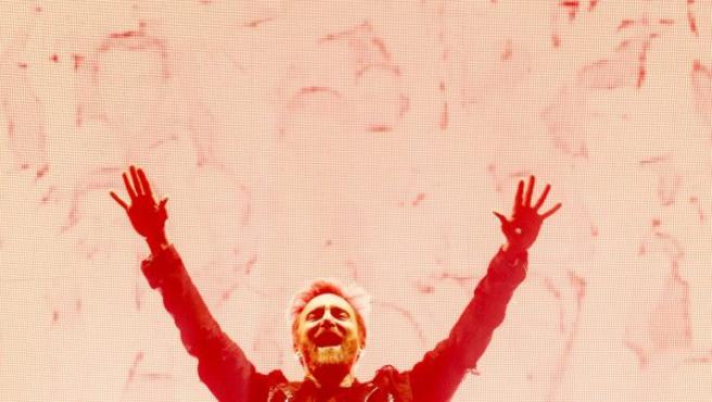 El DJ francés David Guetta durante su actuación en el Hallenstadion de Zúrich (Suiza).