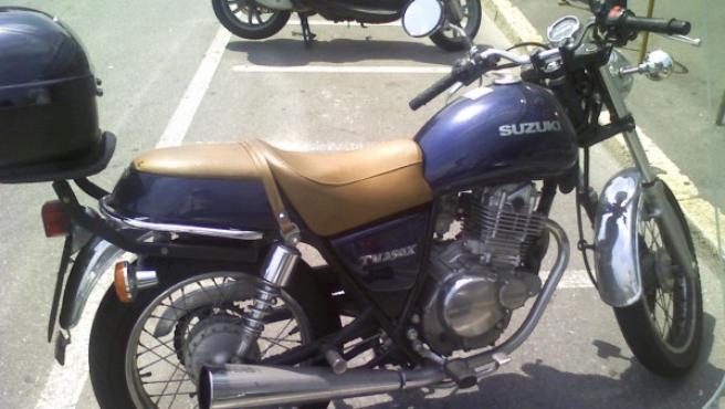 Suzuki TU 250, una de las motos que las autoescuelas utilizan para las clases y el examen de maniobras.