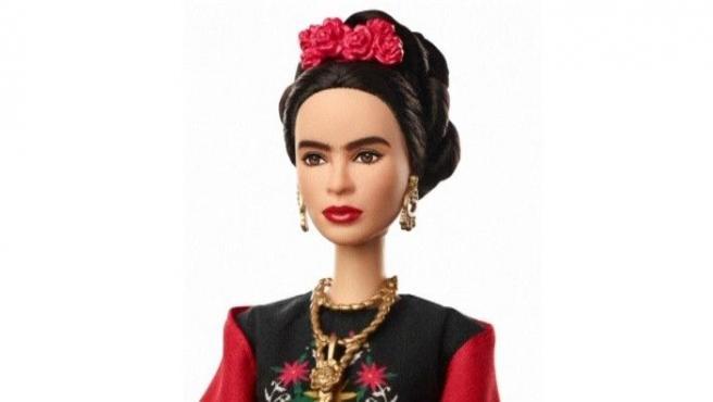 Barbie se reinventa con mujeres emblemáticas como Amelia Earhart o de Frida Kahlo.