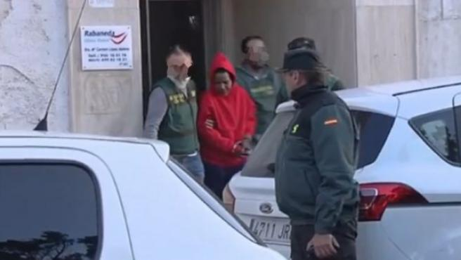 Ana Julia Quezada, la presunta autora de la muerte de Gabriel Cruz, sale custodiada por la Guardia Civil de su domicilio en Vícar (Almería).