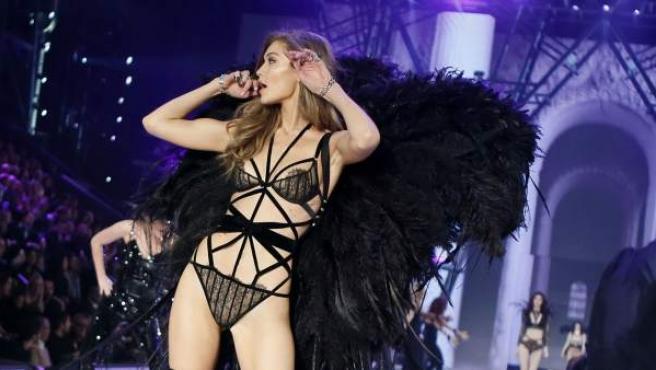Sí, Gigi fue rechazada dos veces por Victoria's Secret, pero aún no sabemos por qué se quedó fuera del icónico desfile. Al tercer intento, por el contrario, su físico sí pasó el corte y se subió a la pasarela.