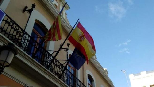 Bandera de España en el consistorio de Cheste