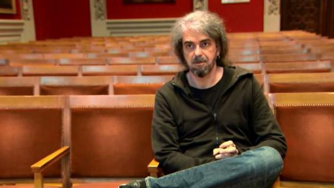 El cineasta Fernando León de Aranoa habla en la Universidad de Zaragoza sobre su última película, 'Loving Pablo'.
