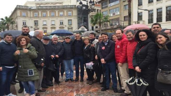 Representantes del PSOE participan en Huelva en la movilización por pensiones