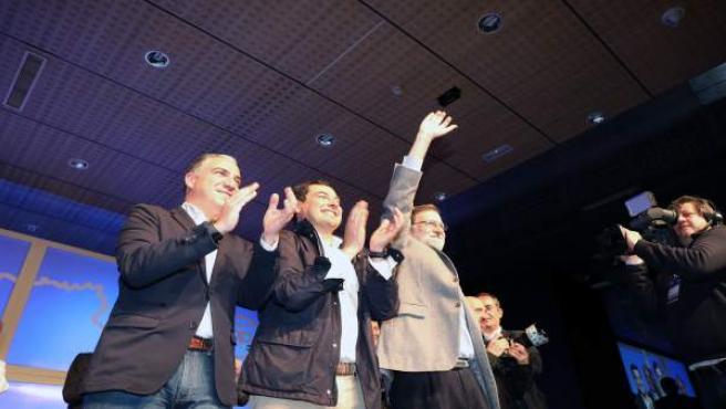 Elías Bendodo, Juanma Moreno y Mariano Rajoy, en Marbella (Málaga)
