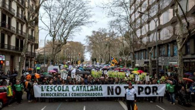 Cabecera de la manifestación convocada por la plataforma Som Escola y el sindicato mayoritario USTEC.