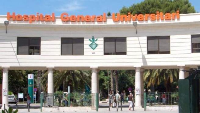La víctima se encuentra ingresada en estado grave en el Hospital General de Valencia por las heridas que presenta en el cuello.
