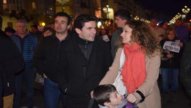 Pedro Casares en la manifestación contra el MetroTUS