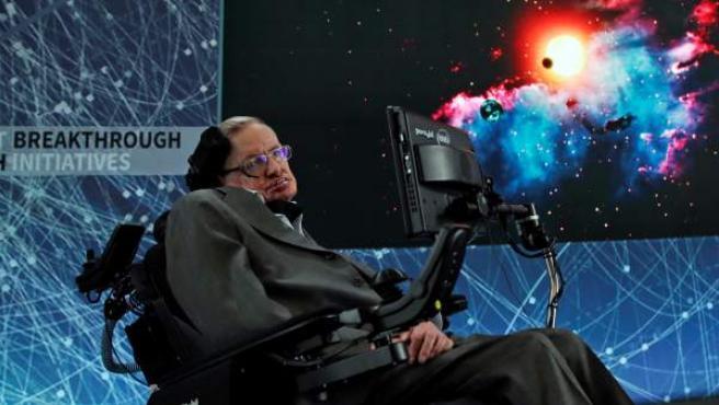 Imagen de abril de 2016 del científico británico Stephen Hawking en una rueda de prensa en el One World Trade Center, en Nueva York.