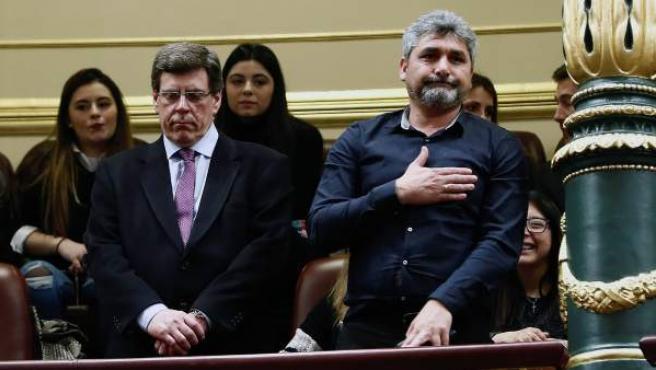 Juan Carlos Quer (i) y Juan José Cortés, padres de Diana Quer y Mari Luz Cortés, en el pleno del Congreso que rechazó las enmiendas de totalidad presentadas por el PP y Cs.